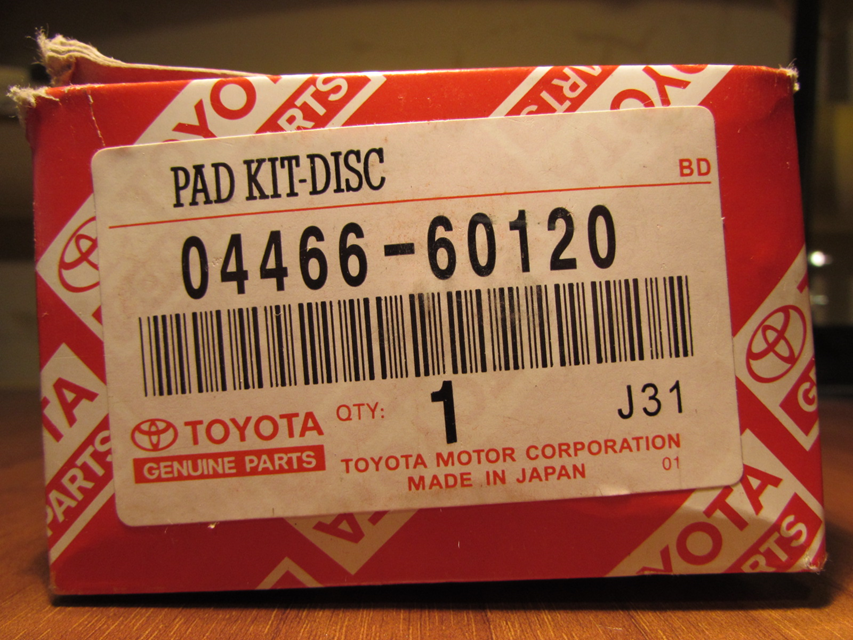 На стикере напечатано PAD KIT-DISC, в оригинале печатается PAD KIT, DISC BRAKE.