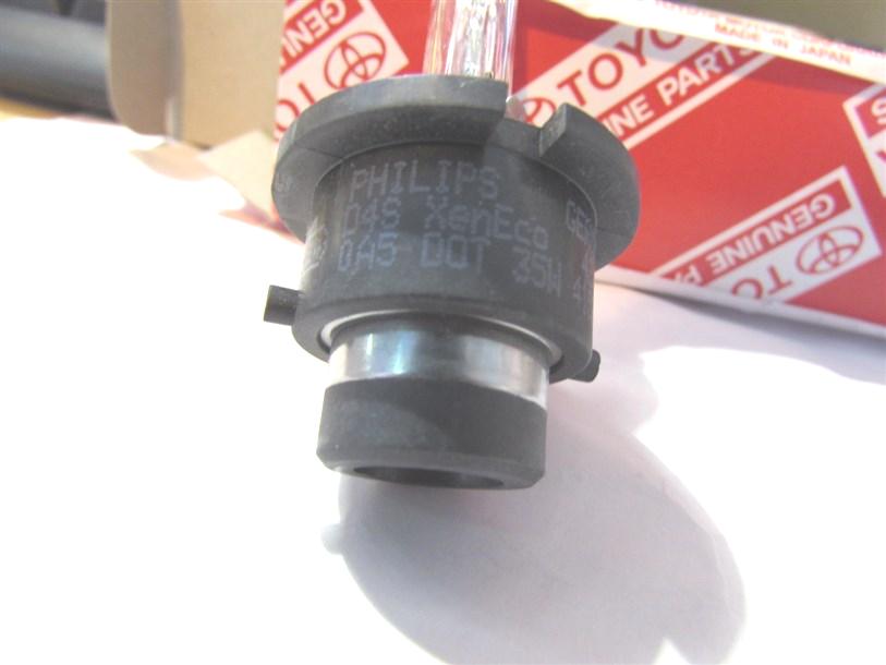 В упаковку вложена лампа с маркировкой Philips 42402, в оригинале Harison.