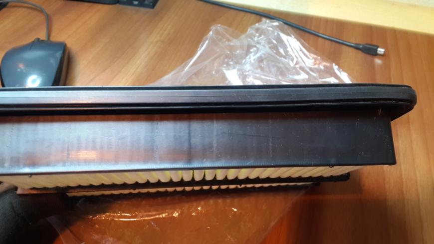 Отсутствует заводская маркировка на боковой части корпуса фильтра.