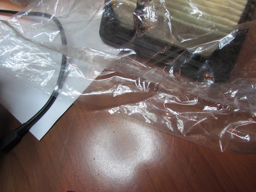Упаковка запаяна неровно, вид пайки упаковки отличается от оригинального.