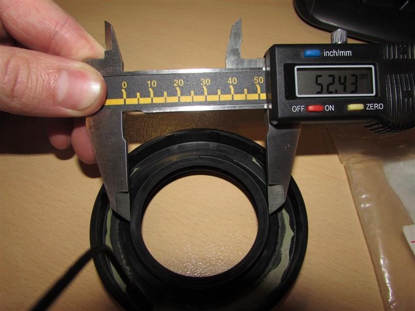 На полученных диметр внутренней кромки больше чем у оригинала.