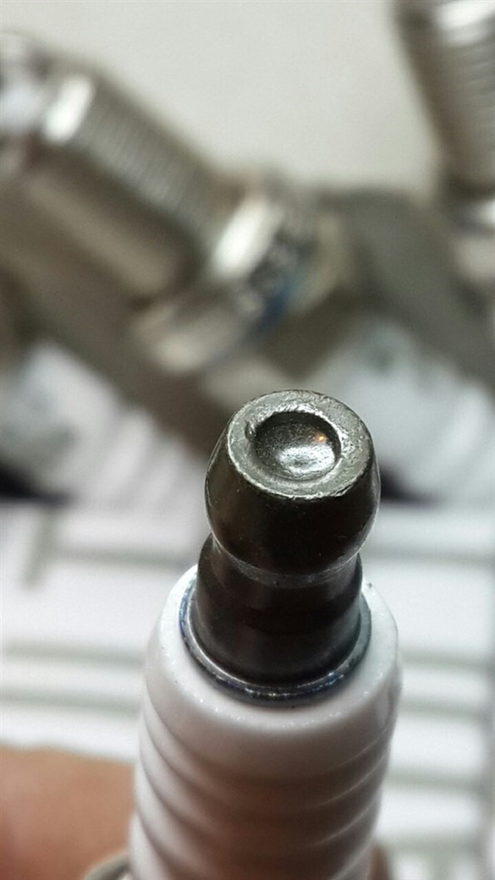 Отличается оттенок металла контактной гайки, обработка более низкого качества.