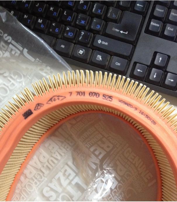 Маркировка на фильтр нанесена менее качественно, легко стирается.