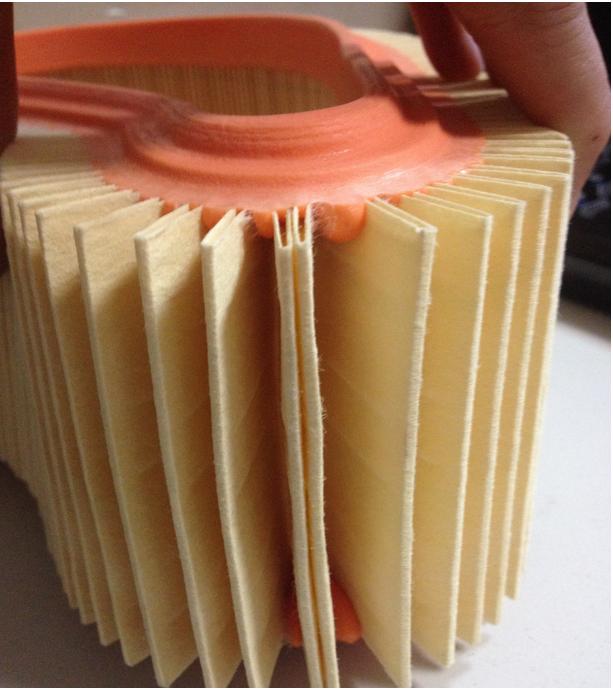 Каждая секция фильтра склеена между собой тонкой полосой клея.