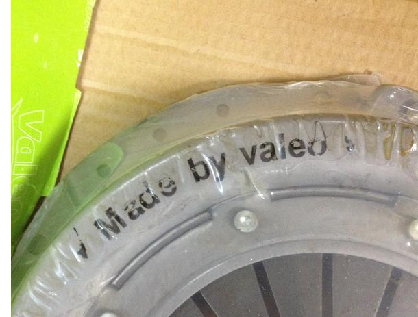 Отличается шрифт маркировки на корзине сцепления, местами стёрта. Отсутствует товарный знак.
