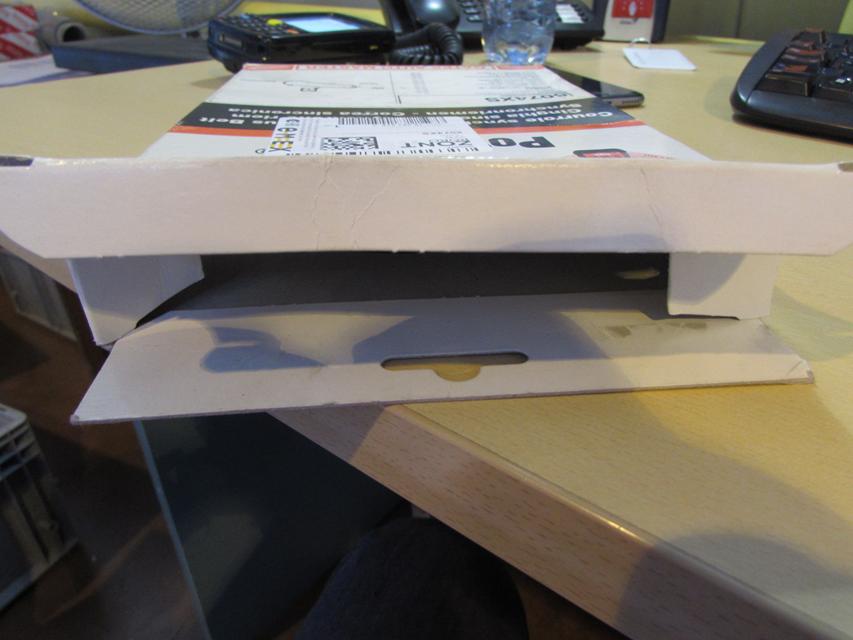 Упаковка не запечатана термоклеем. Отсутствует защитный знак PrioSpot.