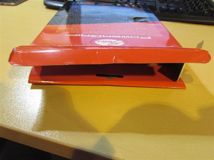 Упаковка не запечатана термоклеем.