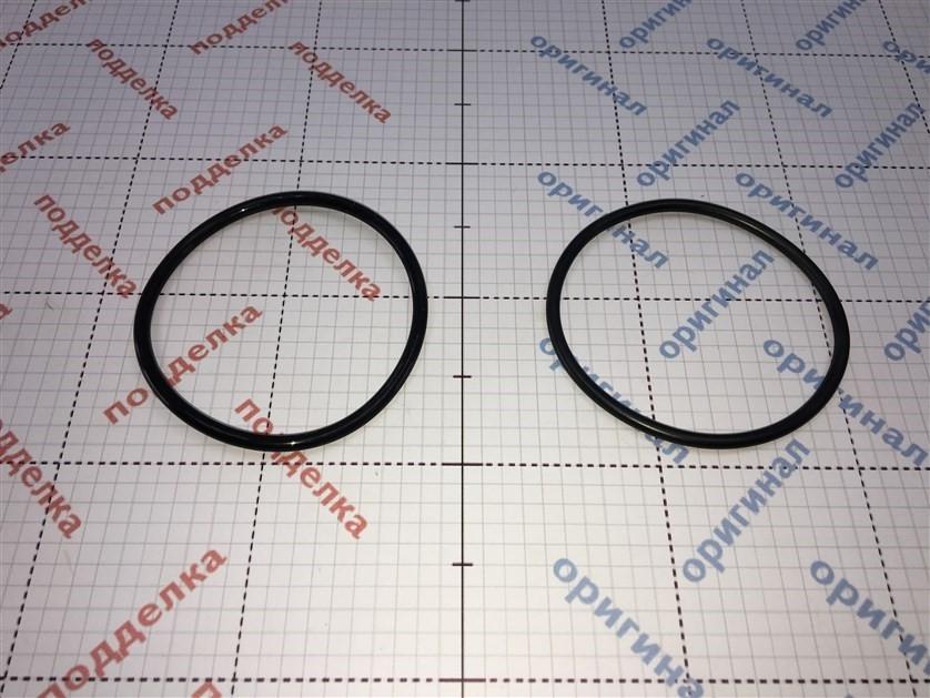 Визуальное отличается резиновый уплотнитель, оригинал тоньше и пропитан тальком.