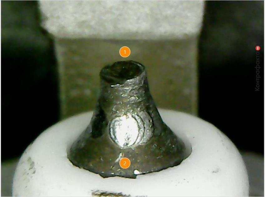 1. Отсутствует иридиевый наконечник.   2. Колотые края керамического изолятора.