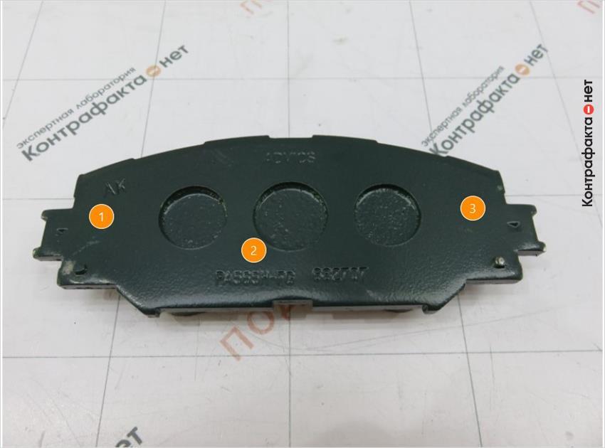 1. Не нанесена маркировка производителя. | 2. Не выдержан стиль нанесенной маркировки. | 3. Металлический каркас окрашен в темно-зеленый цвет.