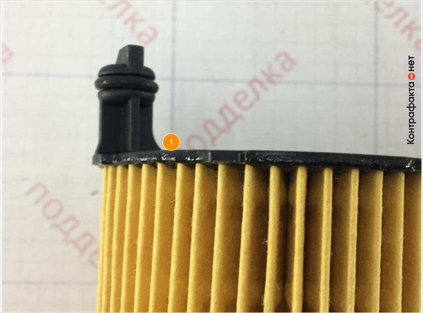1. Отсутствует обработка краев пластиковой части.