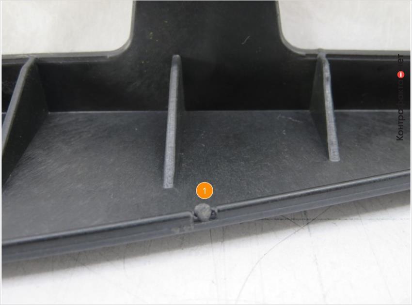 1. Рельефные технологические точки по периметру корпуса.