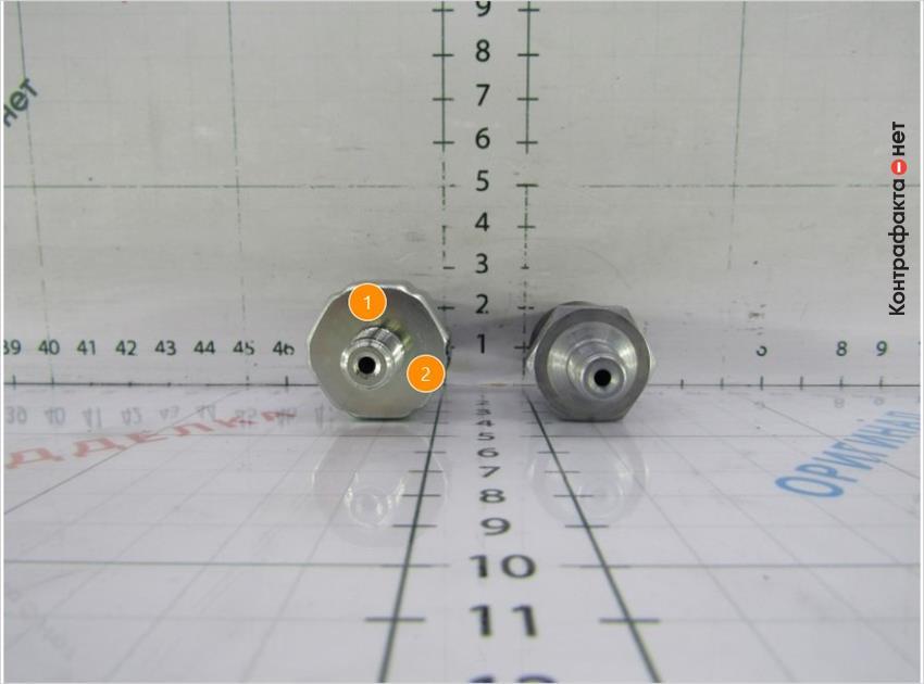 1. Глянцевый оттенок металла.   2. Конструктивные отличия.
