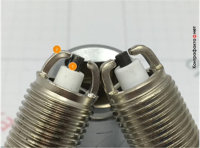 1. Отличается центральный электрод, цветовой оттенок металла сердечника не соответствует оригиналу. | 2. Отличается боковой электрод.