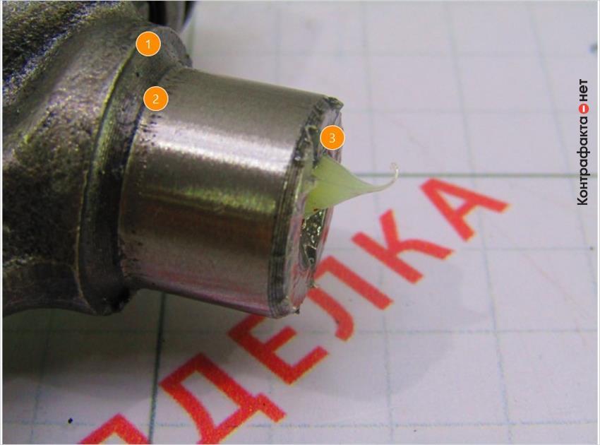 1. Фрезеровка низкого качества.   2. Дефект литья, пористая поверхность.   3. Крестовина зашприцована смазочным материалом.