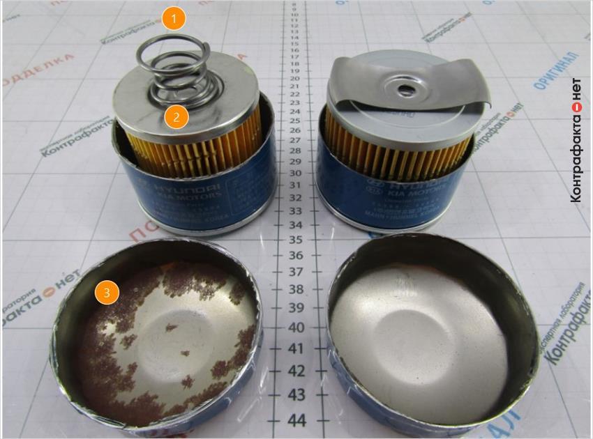 1. Используется пружина вместо прижимной пластины. | 2. На металле отсутствует защитное покрытие. | 3. Очаги коррозии.