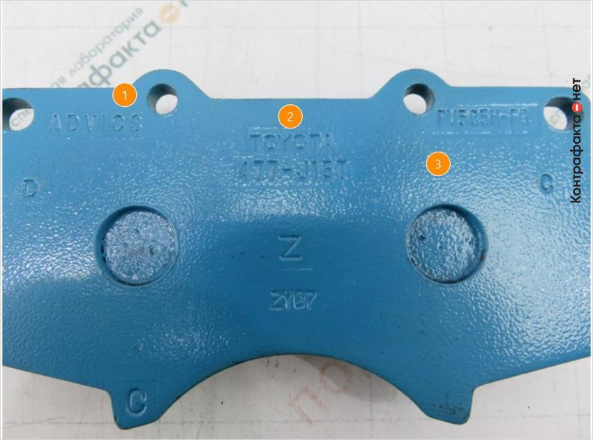 1. Расположение и взаиморасположение маркировочных обозначений не соответствует оригиналу. | 2. Бледное, нечеткое нанесение гравировки. | 3. Светло-голубой оттенок термоотверждаемого покрытия.