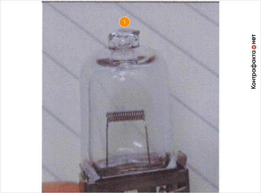 1. Кончик колбы имеет прямой срез, образуя плоскую поверхность.