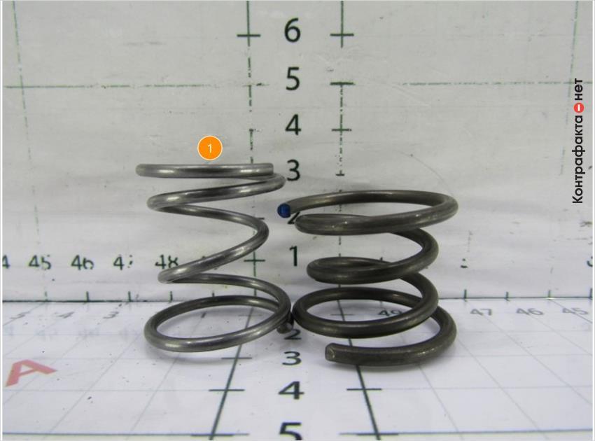 1. Разная высота и оттенок пружины.
