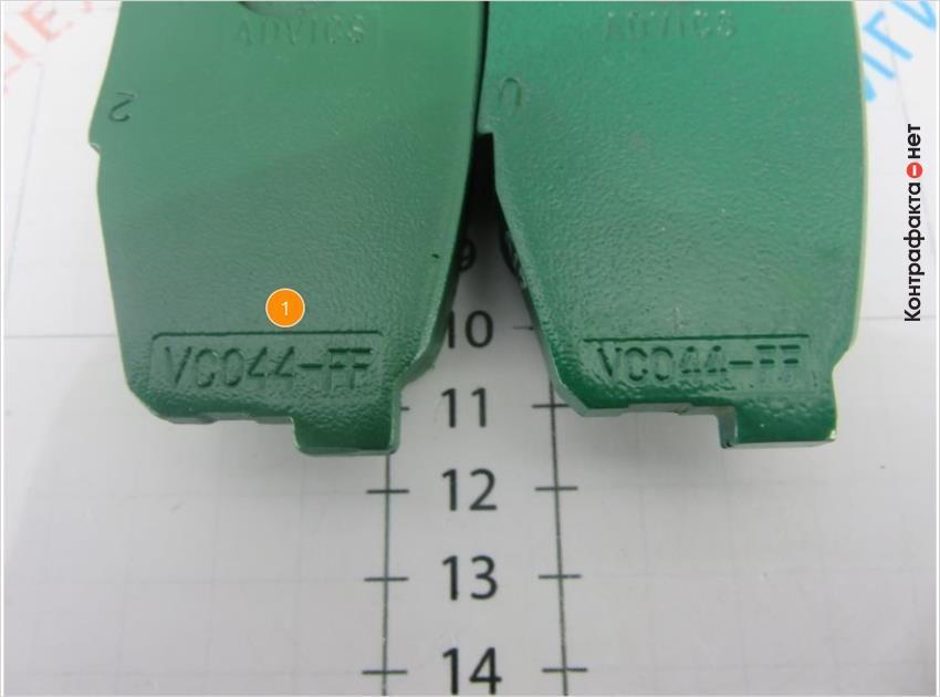 1. Маркировки выгравированы заметно глубже, чем на оригинальных колодках, ввиду толщины краски.