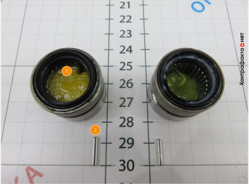 1. Обильное нанесение смазочного материала желтого оттенка. | 2. Игольчатые ролики большего размера.