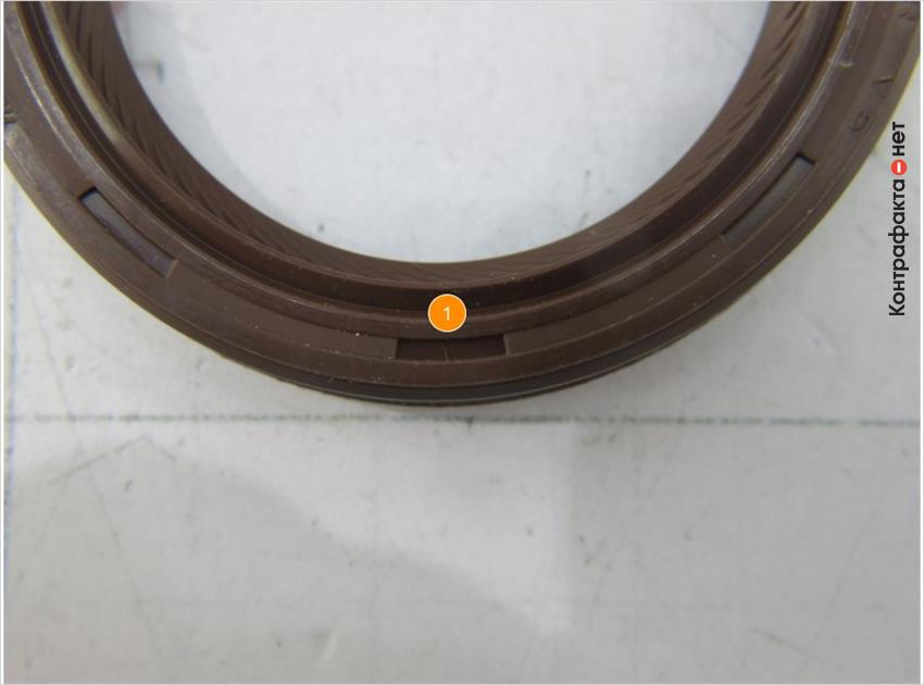 1. На внешней стороне кольца расположены глубокие, прямоугольные элементы.