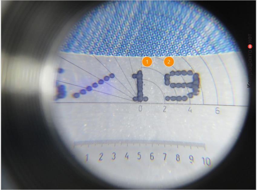 1. Жирный шрифт, точки сливаются между собой. | 2. Нарушен технологический процесс (вместо 2019, просто 19).