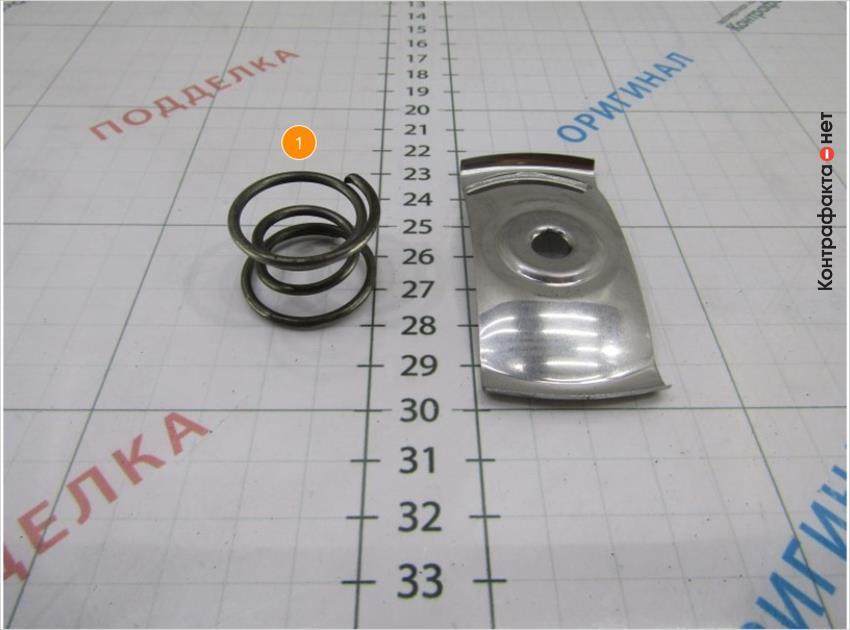 1. Используется пружина вместо прижимной пластины.
