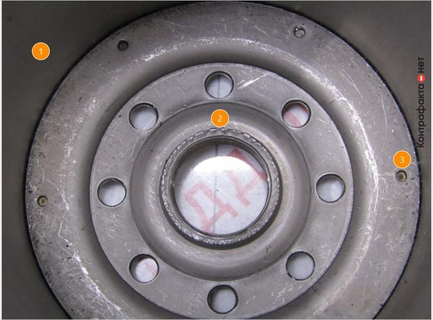 1. Внутренняя поверхность корпуса фильтра без дополнительной обработки.   2. Низкое качество обработки резьбового соединения.   3. Другой способ соединения корпуса фильтра с резьбовой частью, в оригинале использована точечная сварка.