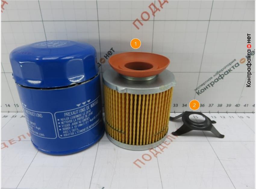 1. Обратный клапан другой формы.   2. В прижимной пластине не зафиксирован обводной клапан.