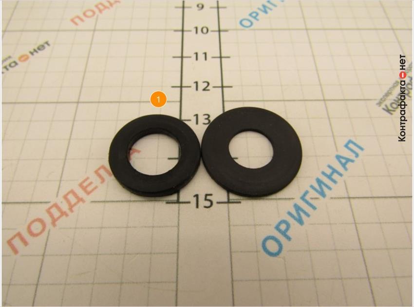 1. Уплотнительное кольцо меньшего диаметра.
