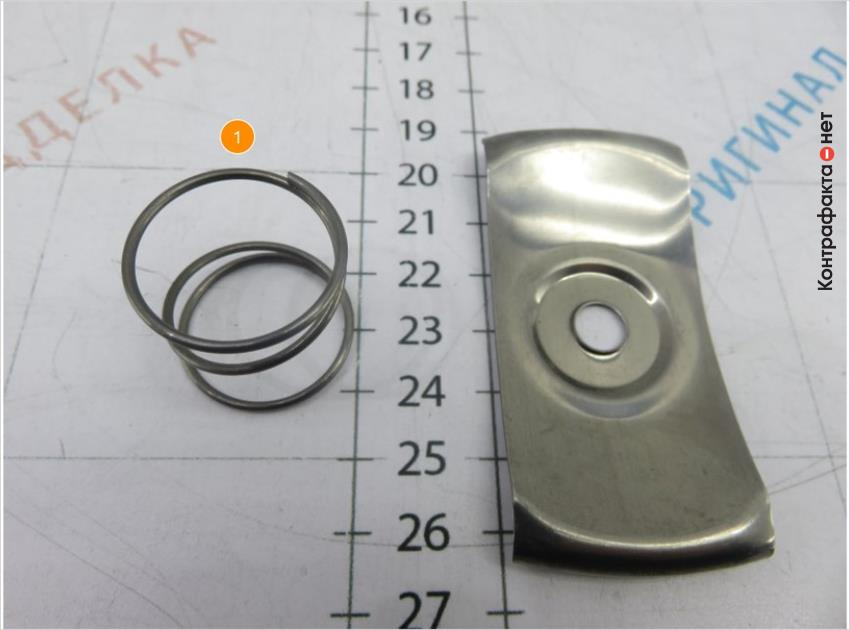 1. Вместо пластины используется пружина.