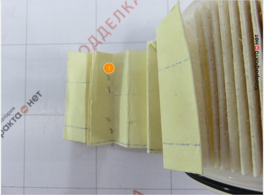 1. Первый ряд ламелей соединен скобами от степлера в оригинале скреплен металлическим зажимом.