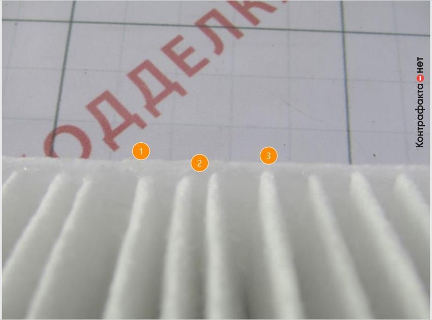 1. Подтеки клея. | 2. Беспорядочное расположение ламелей. | 3. Ламели приклеены вплотную к краю стенки.