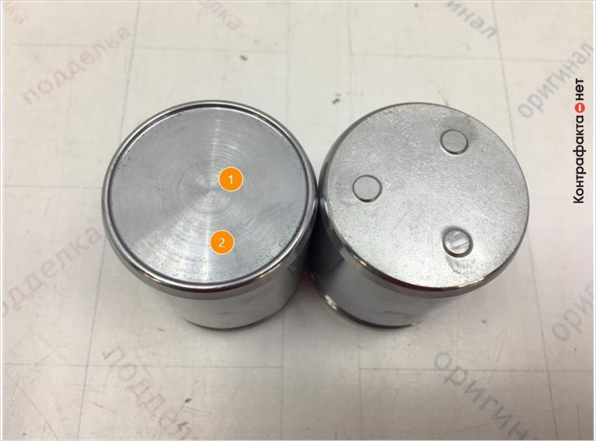 1. Имеет конструктивное отличие. | 2. Отличается оттенок цвета метала.