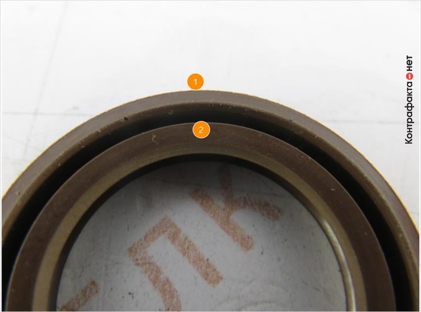 1. Толщина корпуса не соответствует оригиналу. | 2. Внутренняя кромка с меньшим откосом.