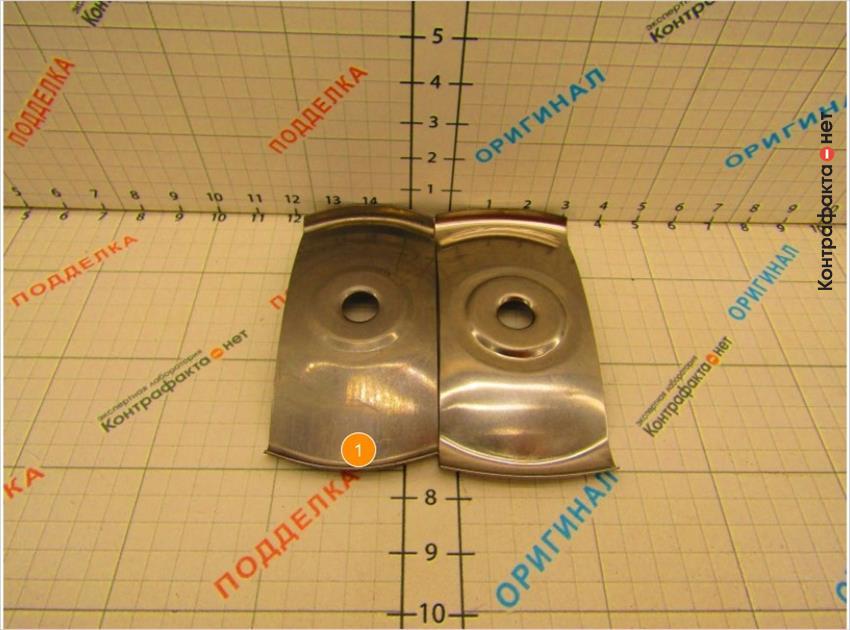 1. Пластина меньшего диаметра, имеет дымчатый оттенок.