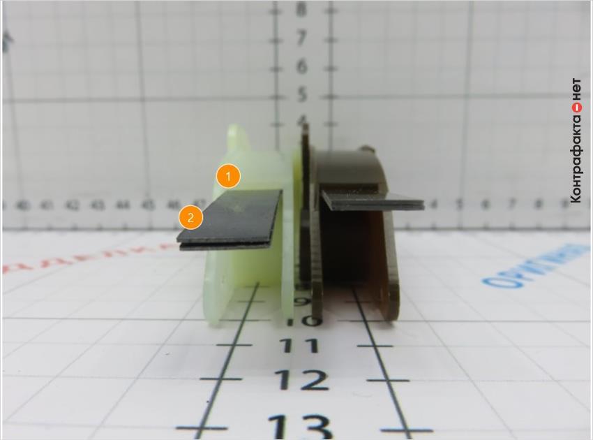 1. Пластины расположены под разным углом. | 2. Не плотное примыкание пластин друг к другу.