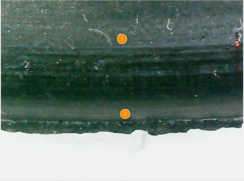 1. Поверхность с продольными полосами. | 2. Остатки резины.