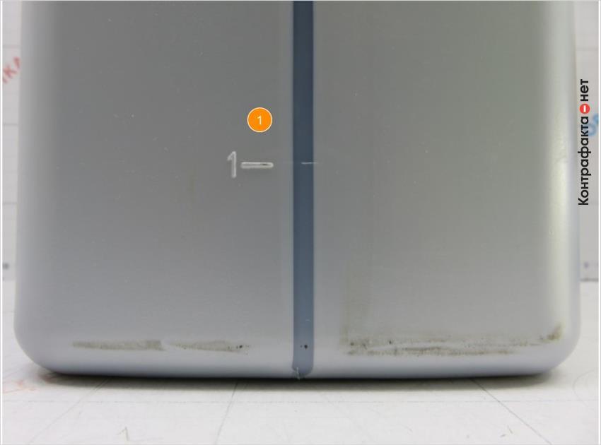 1. Нет дополнительного тиснения прямоугольной формы в нижней части канистры.