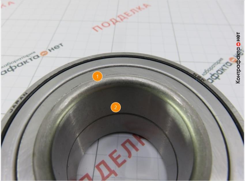 1. Обработка внутренней фаски выполнена по другой технологией. | 2. Отсутствует смазка.