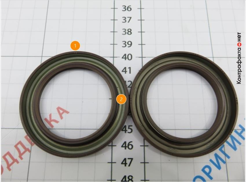 1. На тыльной стороне не нанесены технологические точки. | 2. Зеленый оттенок металла.