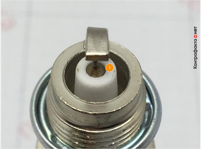 1. Присутствуют дефекты теплового конуса изолятора.