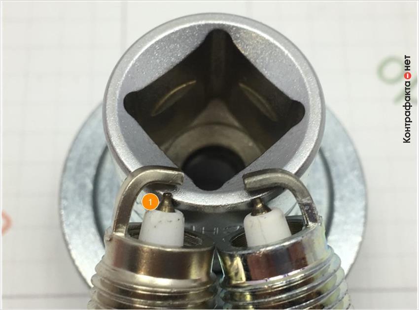 1. Отличается центральный электрод, размер, цветовой оттенок металла сердечника не соответствует оригиналу.