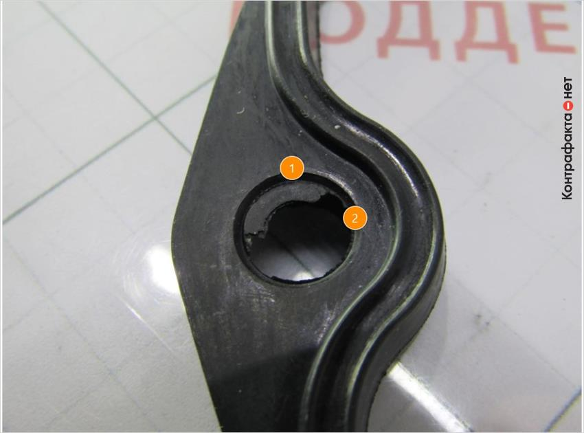 1. Многочисленные остатки резины. | 2. Угол скоса отверстий не соответствует оригиналу.