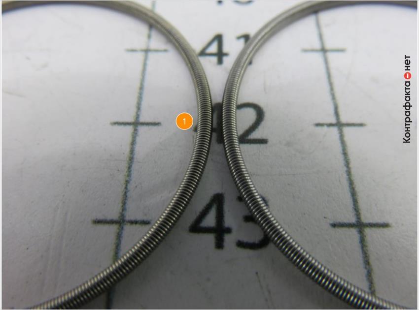 1. Диаметр пружины больше, тёмный оттенок.