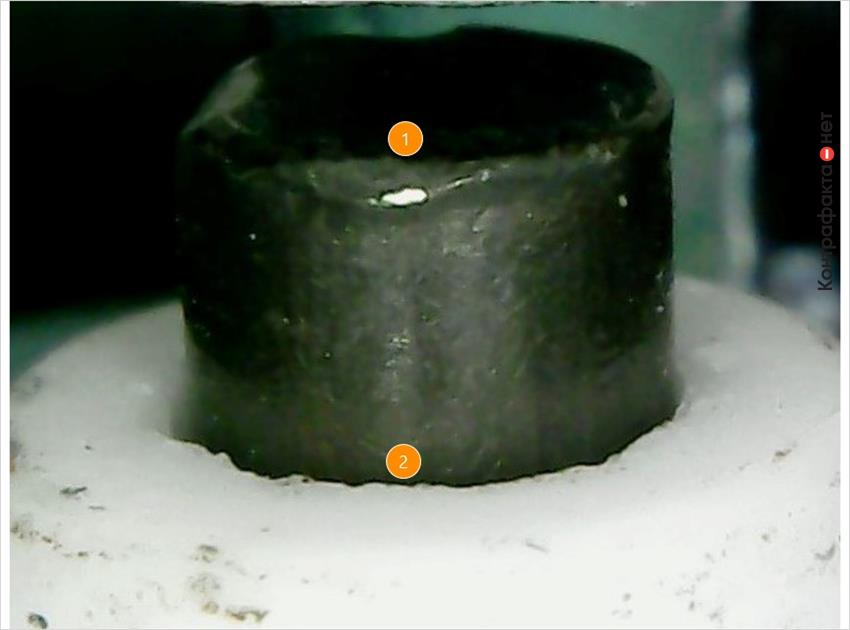 1. Края центрального электрода деформированы. | 2. Колотые края керамического изолятора.