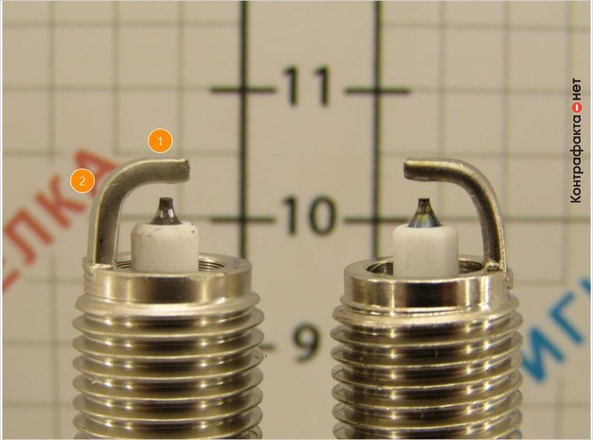 1. Прямые края.   2. Отличается изгиб и толщина бокового электрода.