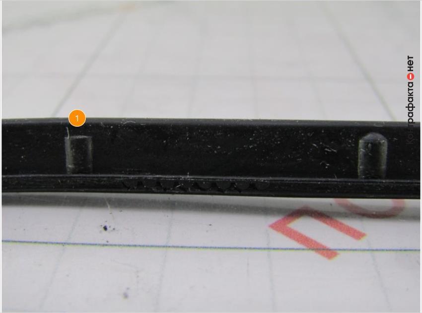 1. Форма боковых элементов не соответствует оригиналу.